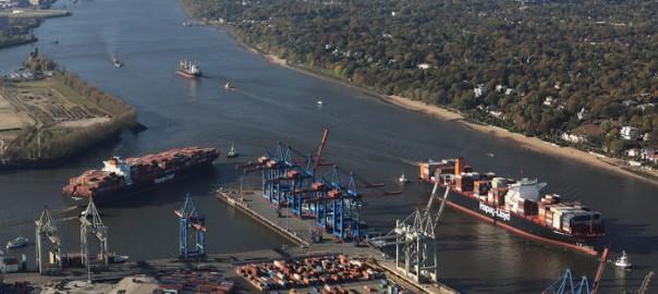 container_grosscontainerschiffstreffen-vor-dem-waltershofer-hafen_copyright_hhm-lindner-700x467